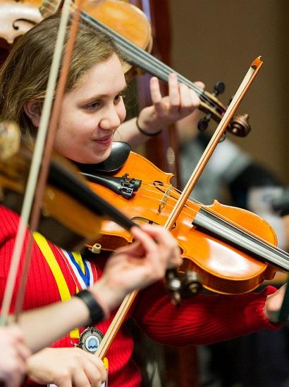 NOYO violinist Sophia
